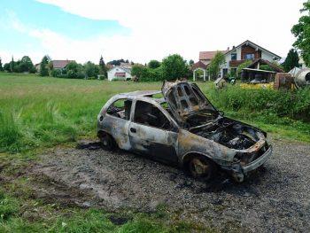 Fahrzeugbrand bei Autowerkstatt